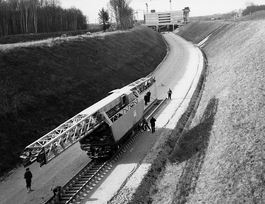 page 43 (1975 01 21) pose des rails SNCF. Photo Dominique Pl